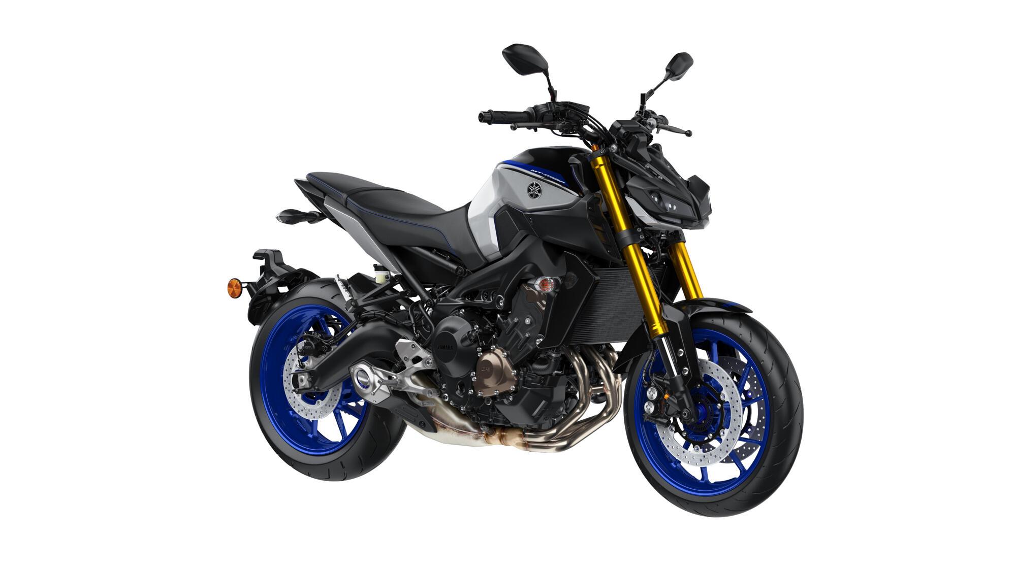 2018-Yamaha-MT09DX-EU-Silver_Blu_Carbon-Studio-001-03